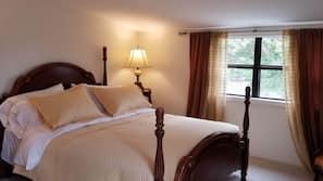 Hypo-allergenic bedding, free WiFi, linens