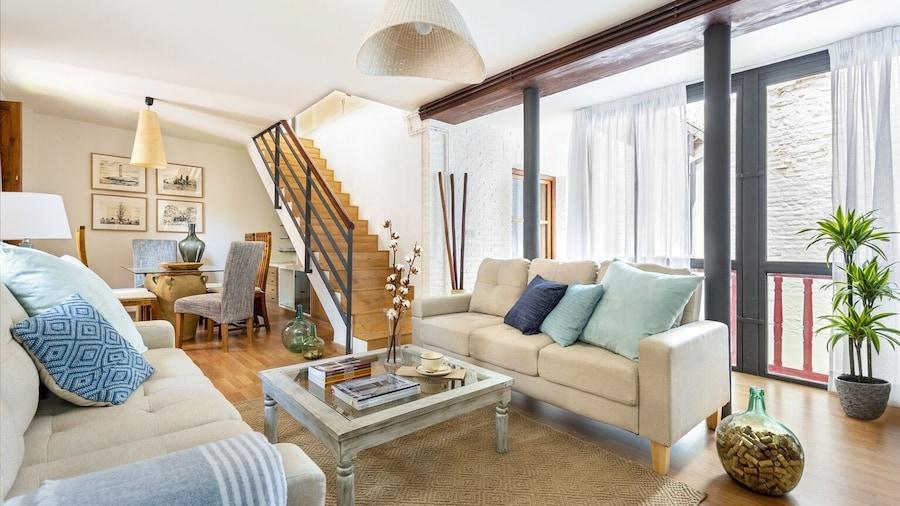 Modern & Confortable 3 Bd Duplex Great Location. Piedra Santa,