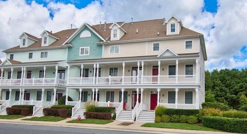Great Location at Bayside Resort Townhouse End-unit Next To Amenities