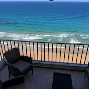 Oceanfront, Hear Waves 24/7, 2 Bedroom Condo w Full Kitchen, Prime Location
