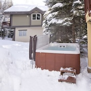 Luxurious Single Family Home Directly on Free bus Shuttle, Private hot Tub!!