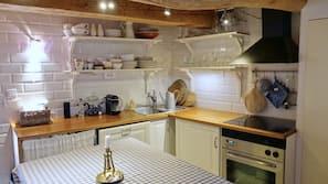 Fridge, oven, stovetop, dishwasher