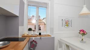Fridge, hob, electric kettle, cookware/dishes/utensils