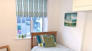 Iron/ironing board, linens