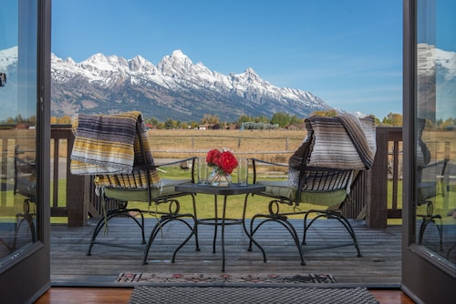 Come Stay Under the Tetons!