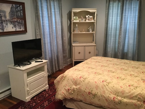 Renovated Bedroom in Historic Home Near Chautauqua and Wineries