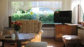 TV with cable/satellite TV channels