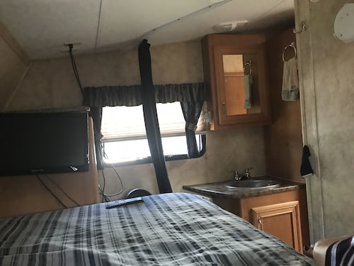Large RV to Stay on our Property With Pool or you Take Traveling