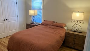 5 bedrooms, iron/ironing board, Internet, linens