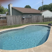 High-end Private Pool Retreat ~ Great Location ~ Only 10 Minutes To Cedar Point!