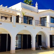 Villa Parque da Floresta, Beautiful 4 Bedroom Villa With Heated Pool and Short Walk to Village