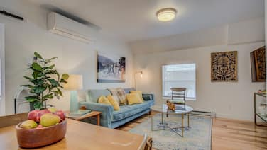 1BR Downtown Urbanitydining, Drink, Cafes & Escape