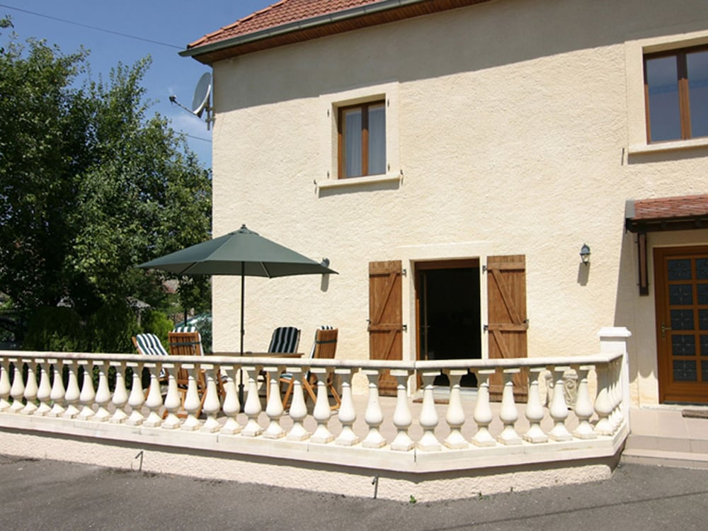 Balcony, Quaint Holiday Home in Vanne With Barbecue and Garden