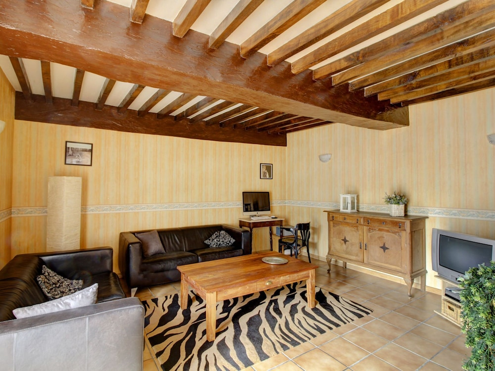 Living Room, Quaint Holiday Home in Vanne With Barbecue and Garden