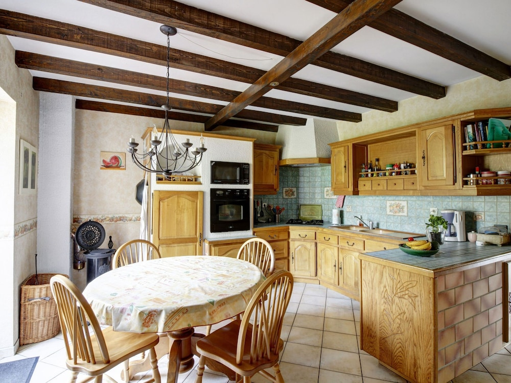 Private Kitchen, Quaint Holiday Home in Vanne With Barbecue and Garden