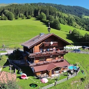 Beautiful Mountainside Chalet in Königsleiten