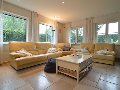 Spacious Holiday Home With Fantastic Large Garden Close to the Beach