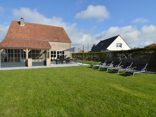 Magnificent Holiday Home in Middelkerke With Sauna, Terrace