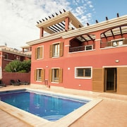Modern Holiday Home With Private Swimming Pool Only 10 Minutes Away From Benidorm