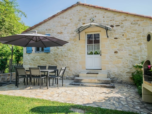 Peaceful Holiday Home Saint-martin-le-redon With Pool