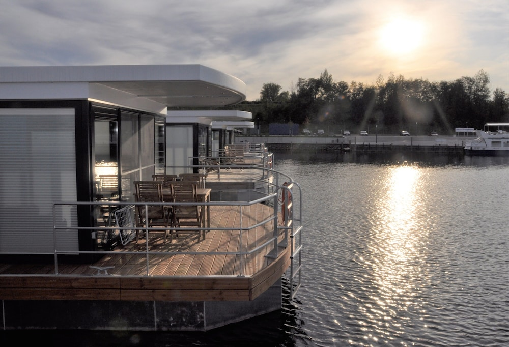 , Houseboat Nessi! Vacation on the Geiseltalsee!