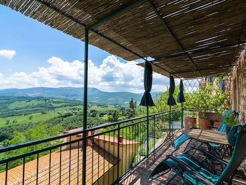 Cozy Holiday Home in Montecastelli Pisano With Balcony