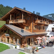 Unique and Exclusively Furnished Chalet Near the ski Lift