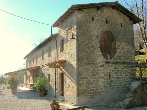 Beautiful Cottage in Pescia With Jacuzzi
