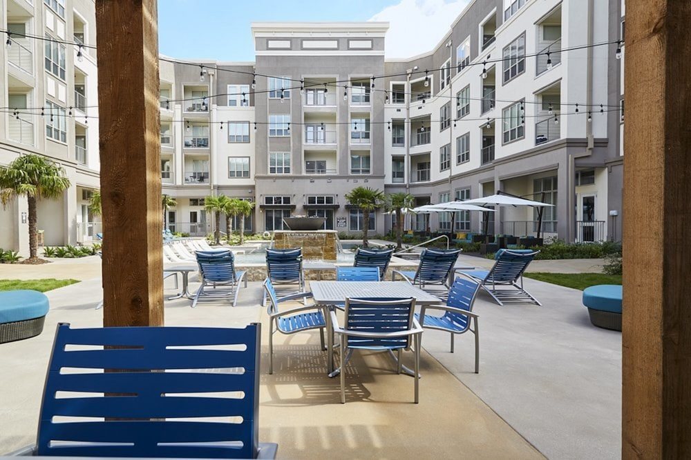 BBQ/Picnic Area, Downtown River Apartments by Barsala