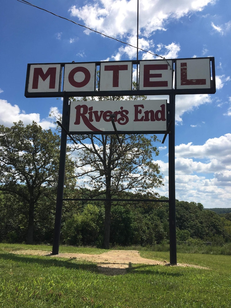 Exterior, River's End Motel