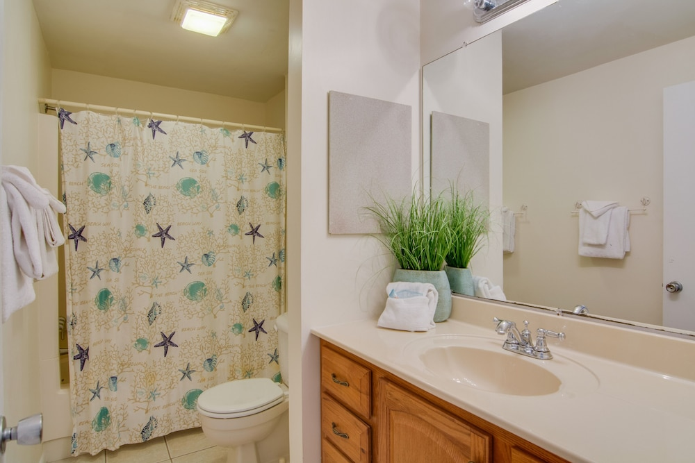 Bathroom, Dog Friendly Villa With Free Wifi, Optional Seabrook Club Access, & Golf Views!