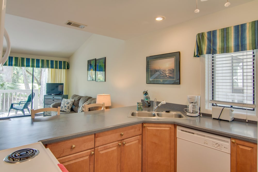 Private Kitchen, Dog Friendly Villa With Free Wifi, Optional Seabrook Club Access, & Golf Views!