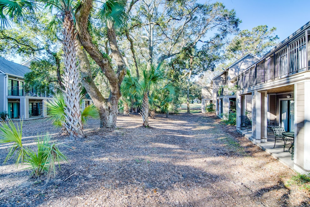Property Grounds, Villa With Wooded Views, Shared Pool, Walking Distance to Beach Club!