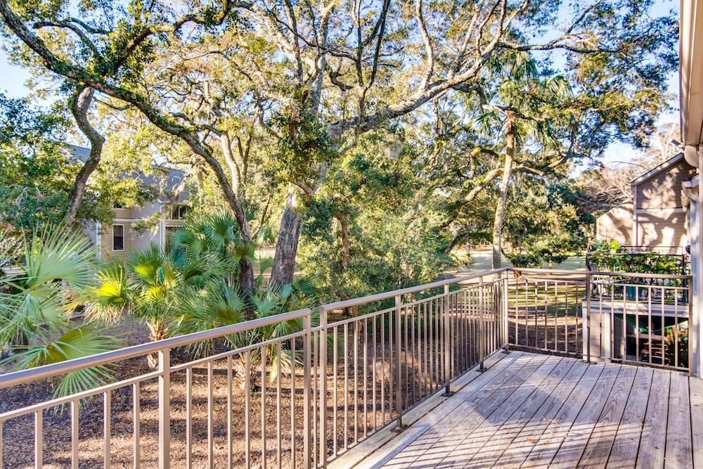 Balcony, Villa With Wooded Views, Shared Pool, Walking Distance to Beach Club!
