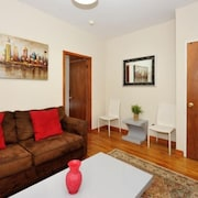 Monthly Cozy & Stylish 1 Bedroom Apartment
