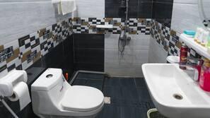 Free toiletries, bidet