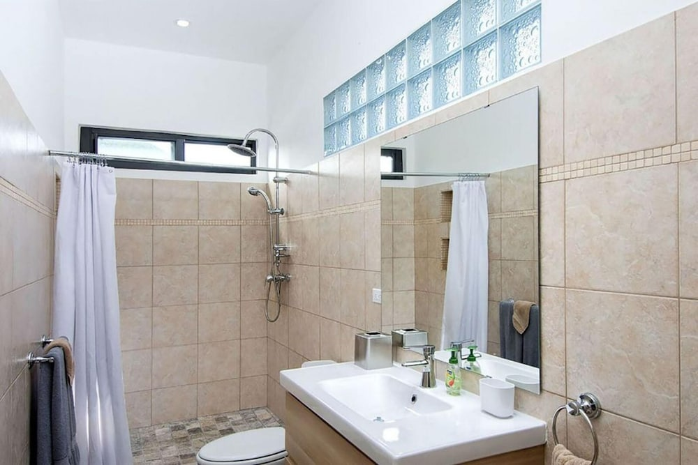 Bathroom, Villa With 3 Bedrooms in Sint Maarten, With Wonderful sea View, Private Pool, Terrace - 200 m From the Beach
