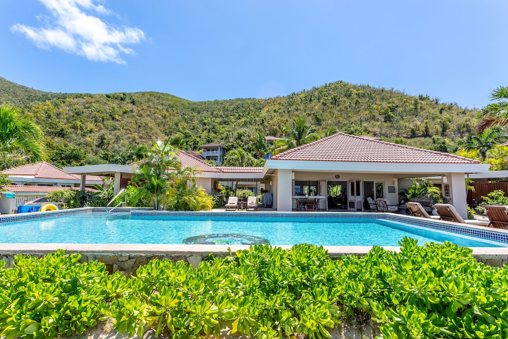 Featured Image, Sea Fans - 4 BR Beachfront Villa on Spectacular Mahoe Bay
