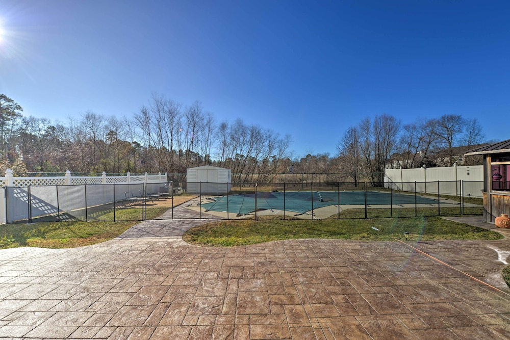 Pool, Egg Harbor Township Property w/ Pool + Hot Tub Hut