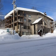 Skiers Paradise! Close to Slopes + Heated Pool!