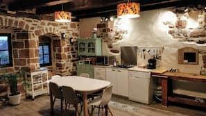 Réfrigérateur, four, fourneau de cuisine, lave-vaisselle
