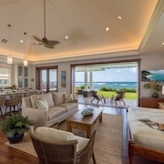 Designer Two Bedroom Directly Beachfront AC Gourmet Kitchen Private