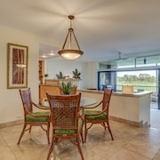 Discounted Rates Huge 2/2 Condo on the Golf Course, Steps to the Beach