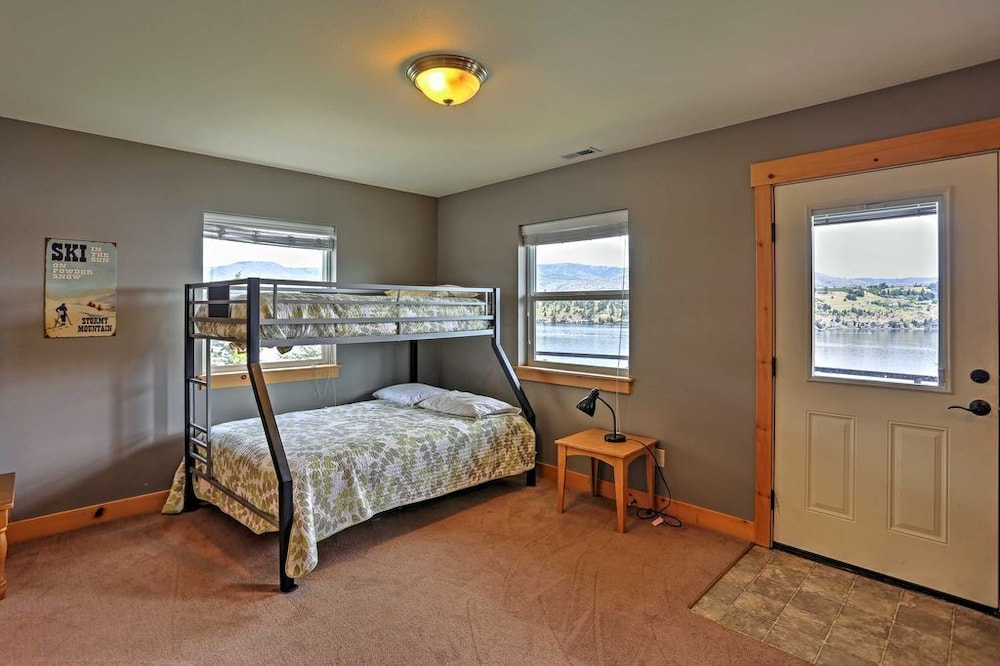 Room, Cozy Waterfront Cabin With Cocktail Pool - Lake Chelan