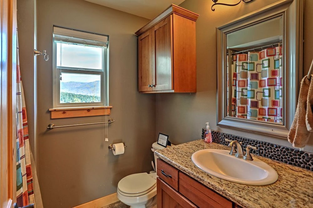 Bathroom, Cozy Waterfront Cabin With Cocktail Pool - Lake Chelan