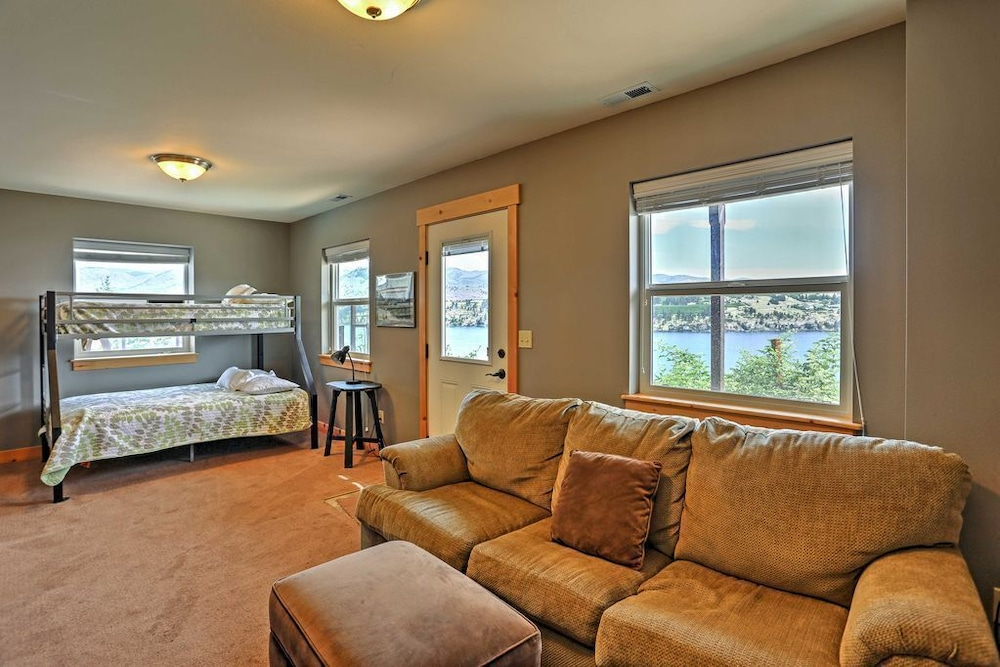 , Cozy Waterfront Cabin With Cocktail Pool - Lake Chelan