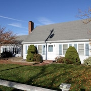 Charming Dennis Village Home Close to 2 Bay Beaches!