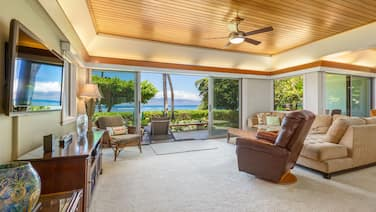 Luxury Ocean Front, premier beach location Lahaina, Puunoa Beach Estates #105