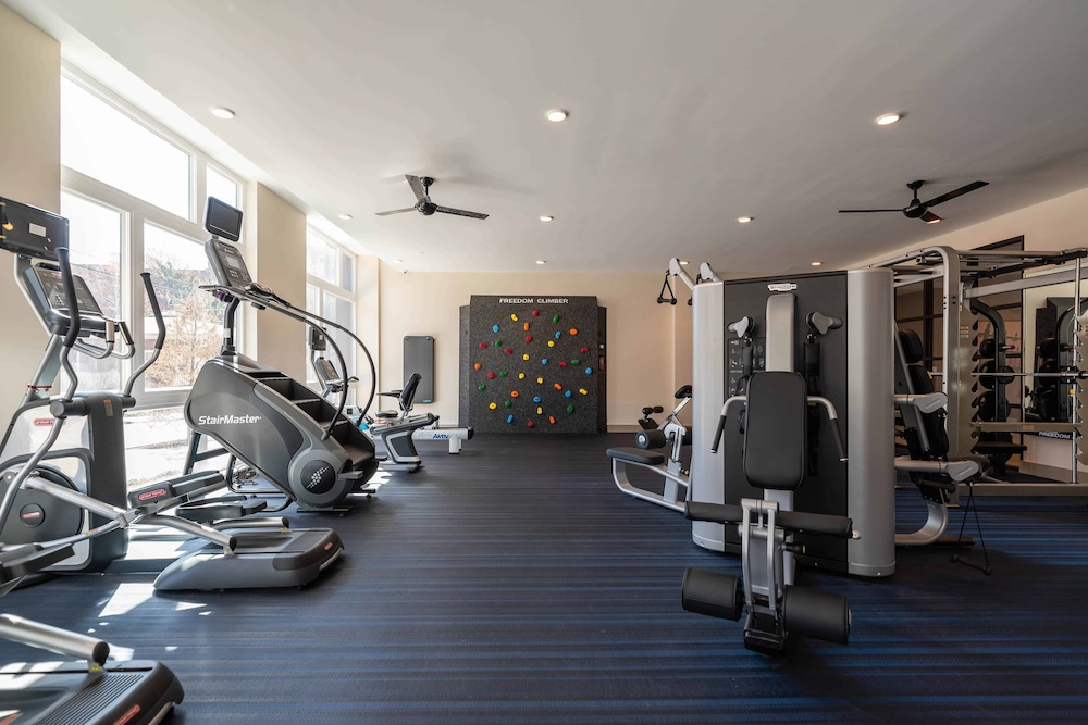 Fitness Facility, Award-winning Apt w/ Parking & Gym Downtown at Yale