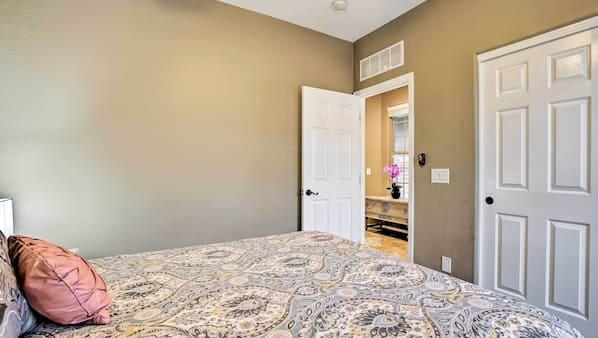 3 bedrooms, laptop workspace, iron/ironing board, free WiFi